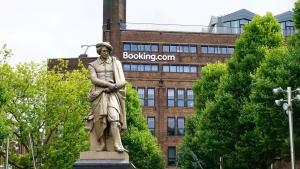Booking.com: come ha fatto una piccola startup per vacanzieri olandesi a diventare una delle più grandi aziende tech del settore turistico?