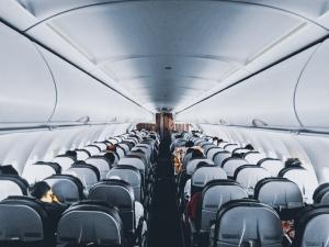 Quali sono le compagnie aeree che hanno implementato i protocolli COVID-19?